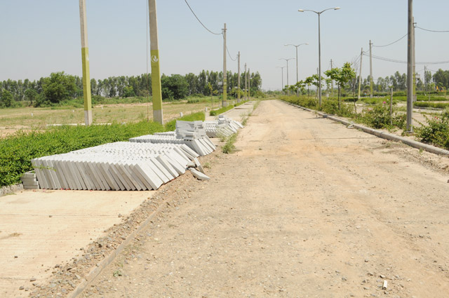 Vatika City Central - Road development & boulevard west- 1